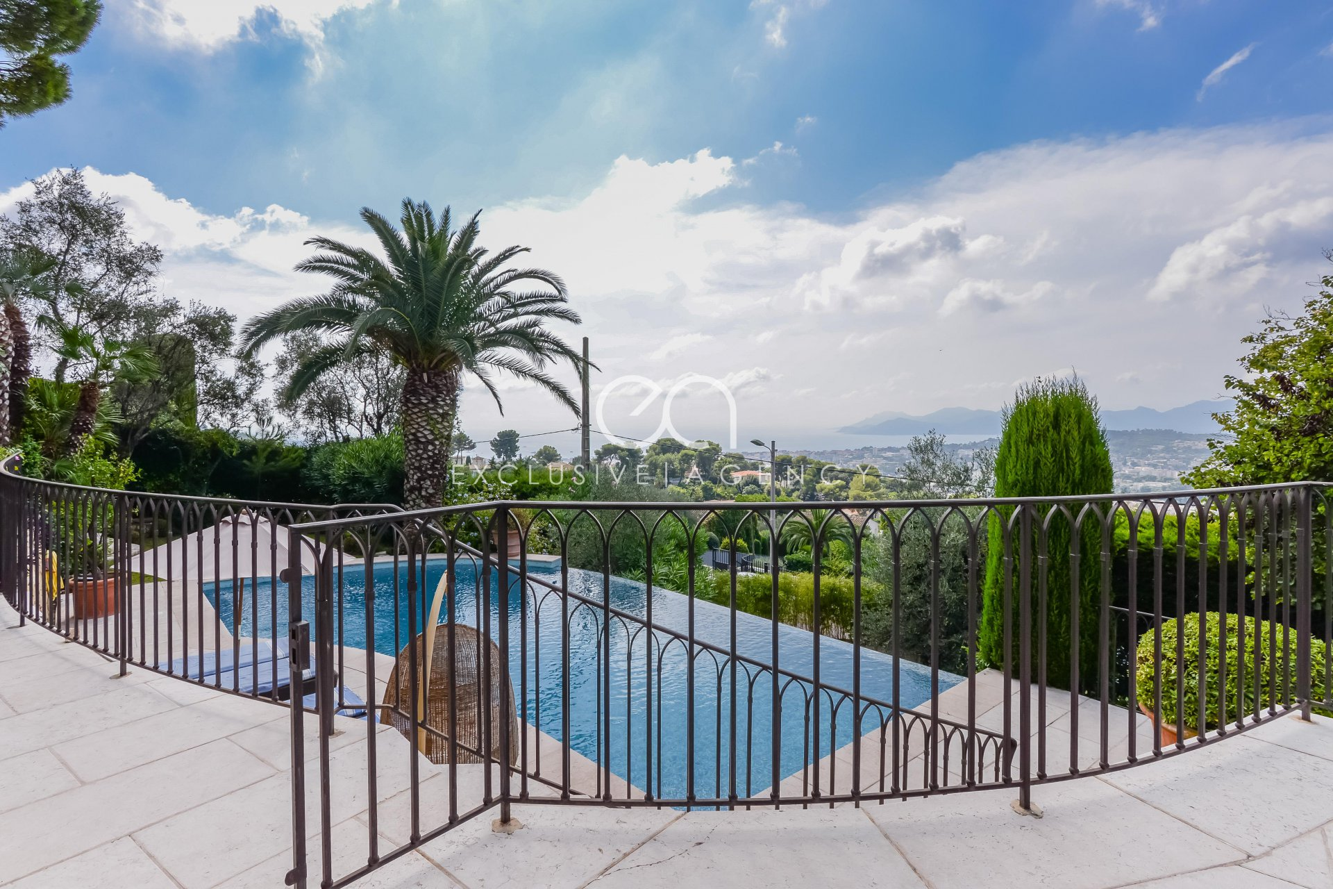 VILLA SEA VIEW HILLS OF CANNES 4 BEDROOMS WITH SWIMMING POOL