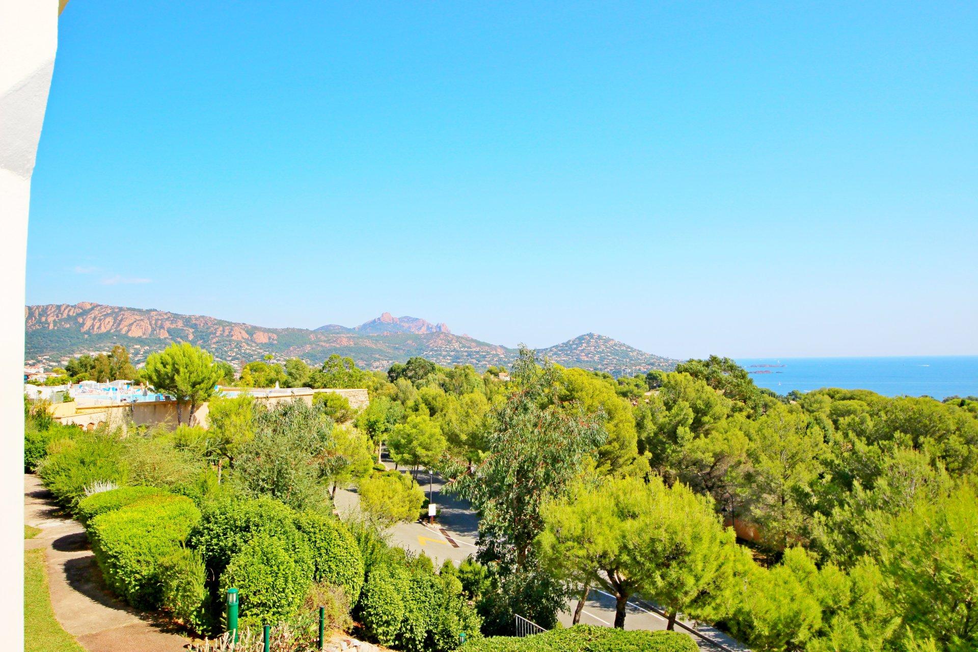 La vue depuis la terrasse de l'appartement de Cap Estérel