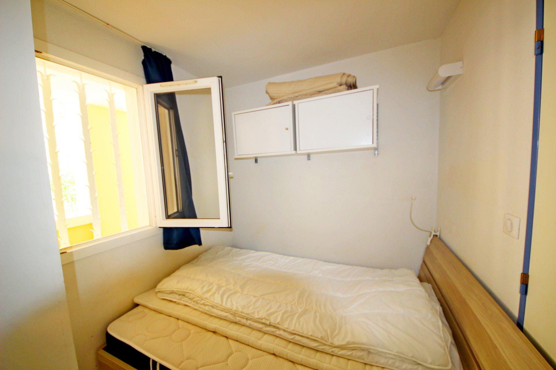 La chambre de l'appartement de Cap Estérel