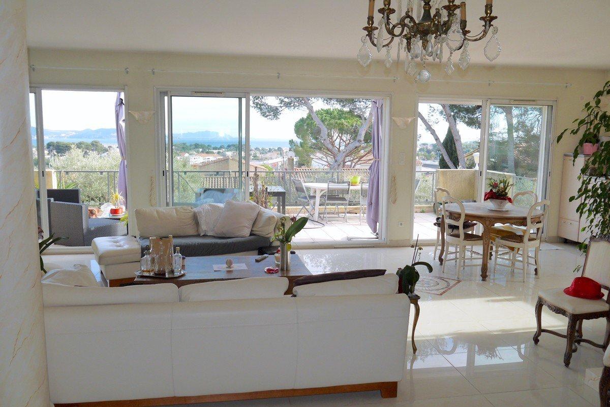T10 sea view house 13600 La Ciotat / € 980,000