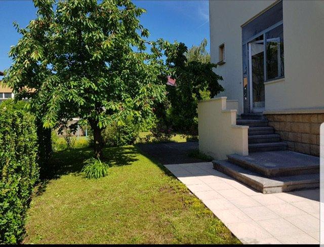 ROMBAS: Belle Maison F6 avec beau jardin