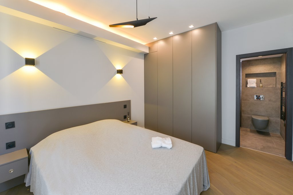 NICE - 3 ROOMS RENOVATED WITH SQUARE SQUARE TERRACE