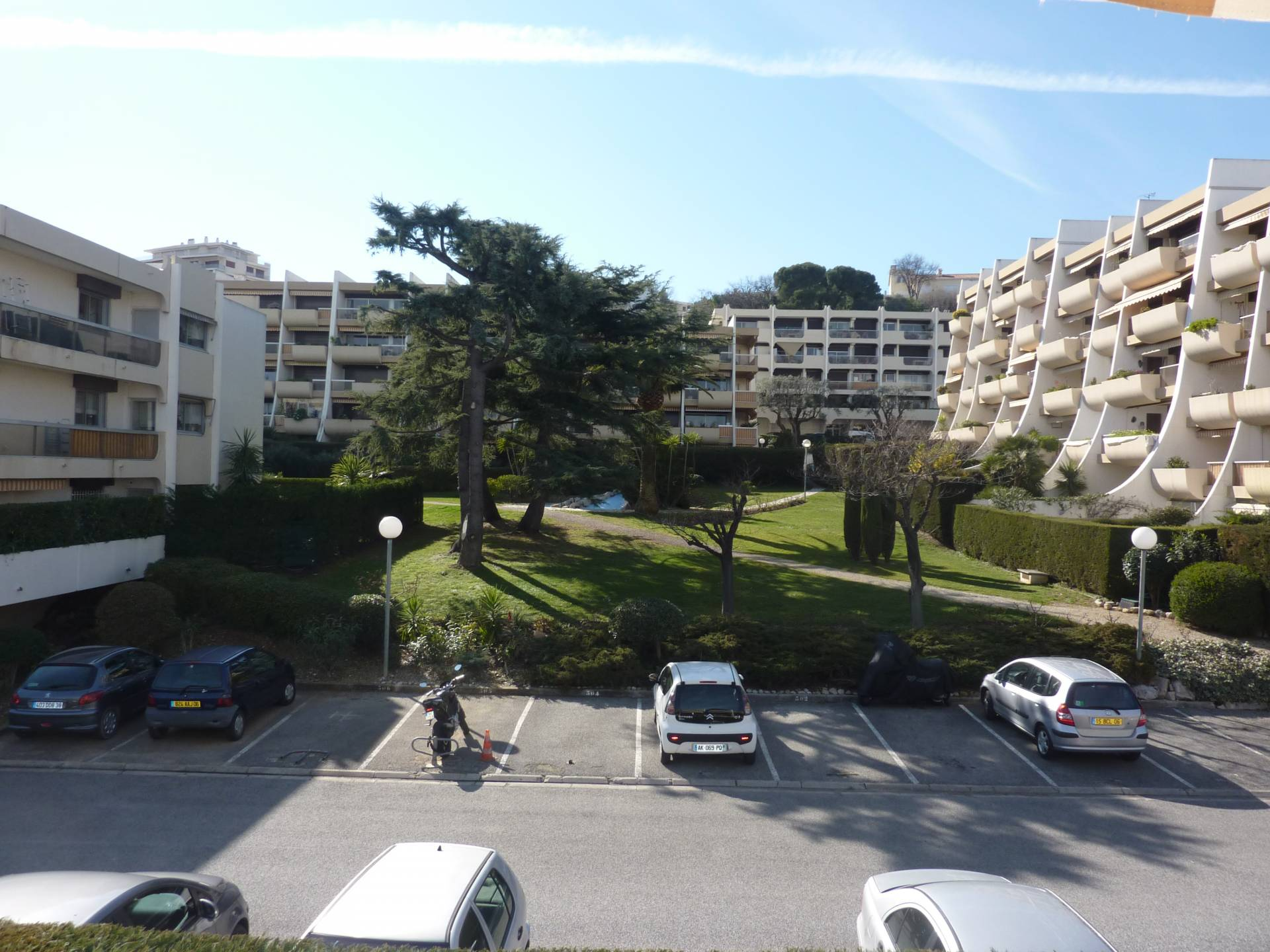 Quartier piscine studio lou meubl l 39 ann e for Location studio meuble antibes