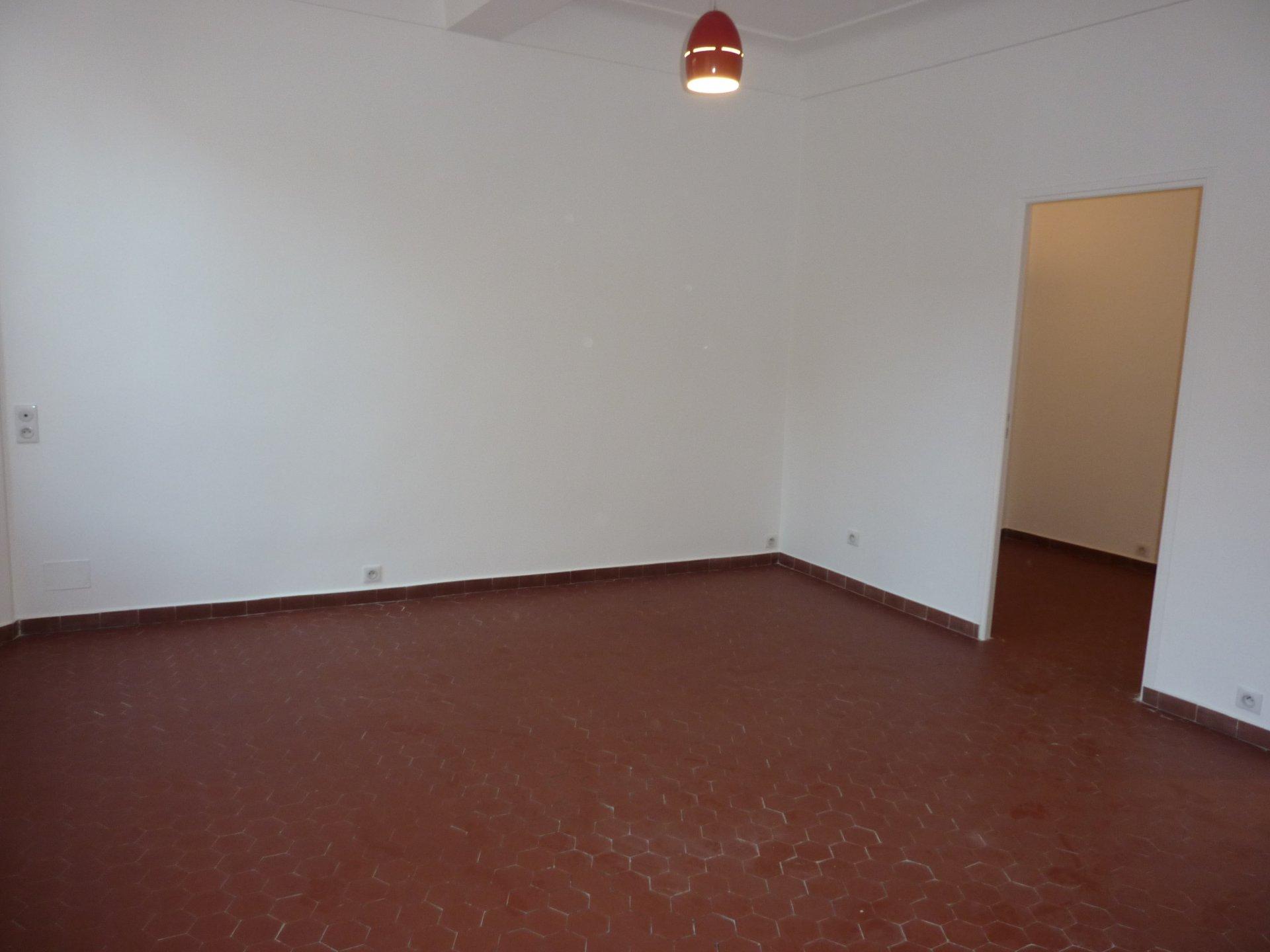 Vieil Antibes Studio de 38 m² au calme