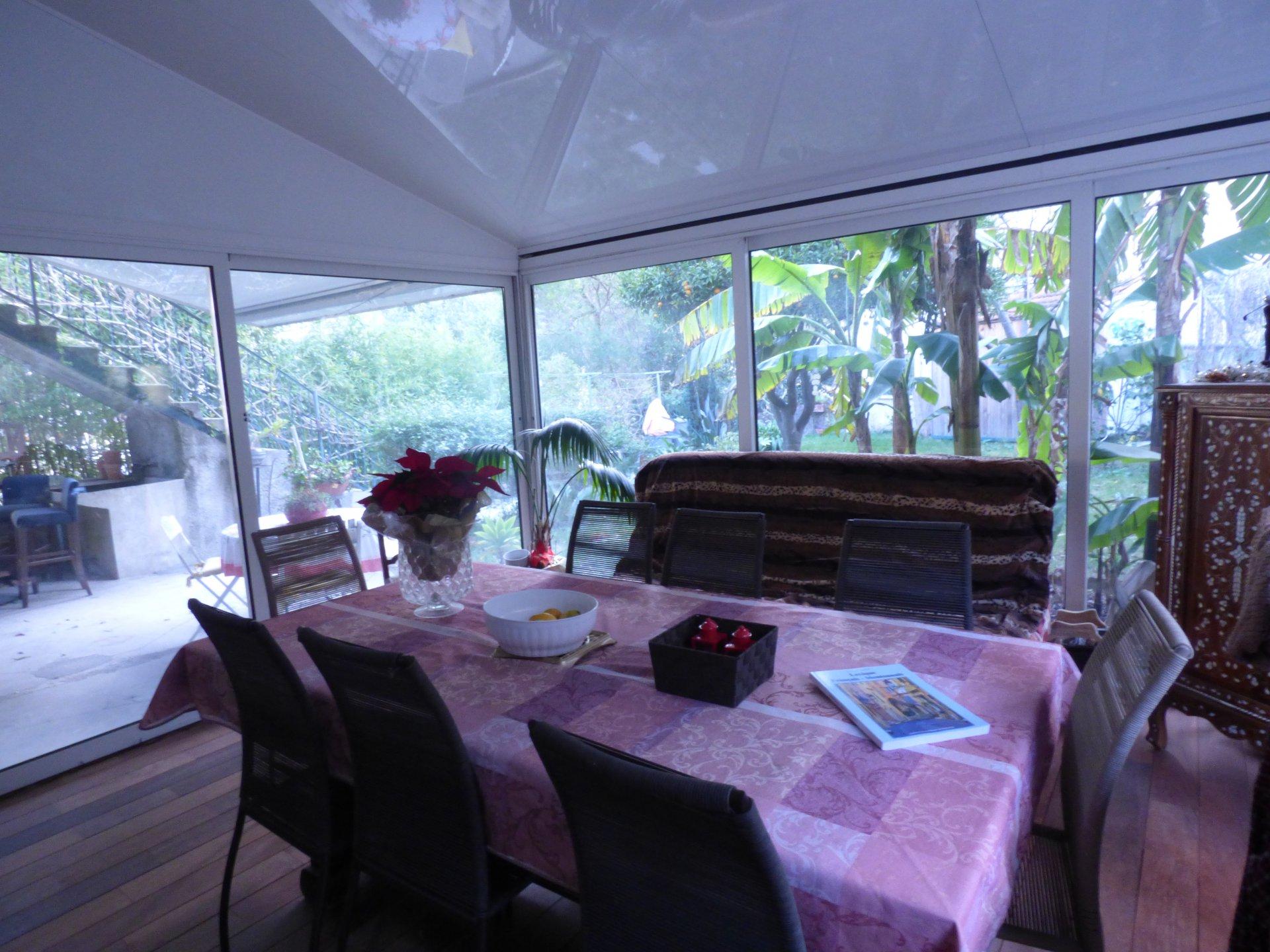 отдельно стоящий дом в подбородке