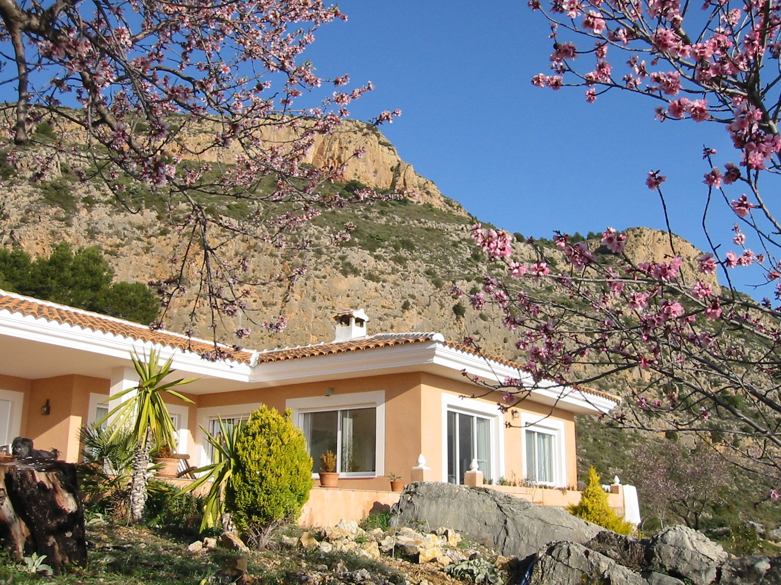 Villa of magnificent construction, high quality,  in the highest part of the mountain and dominating the Valley.