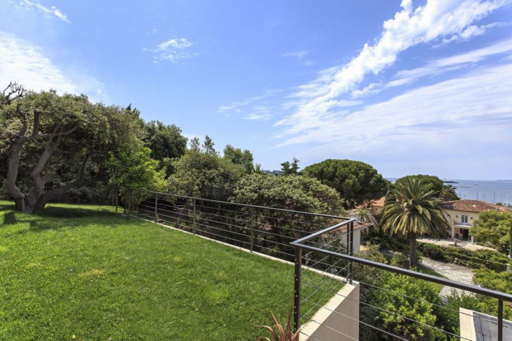 SUPER VILLA WITH SEA VIEW ON GALLICE HARBOR -CAP D'ANTIBES
