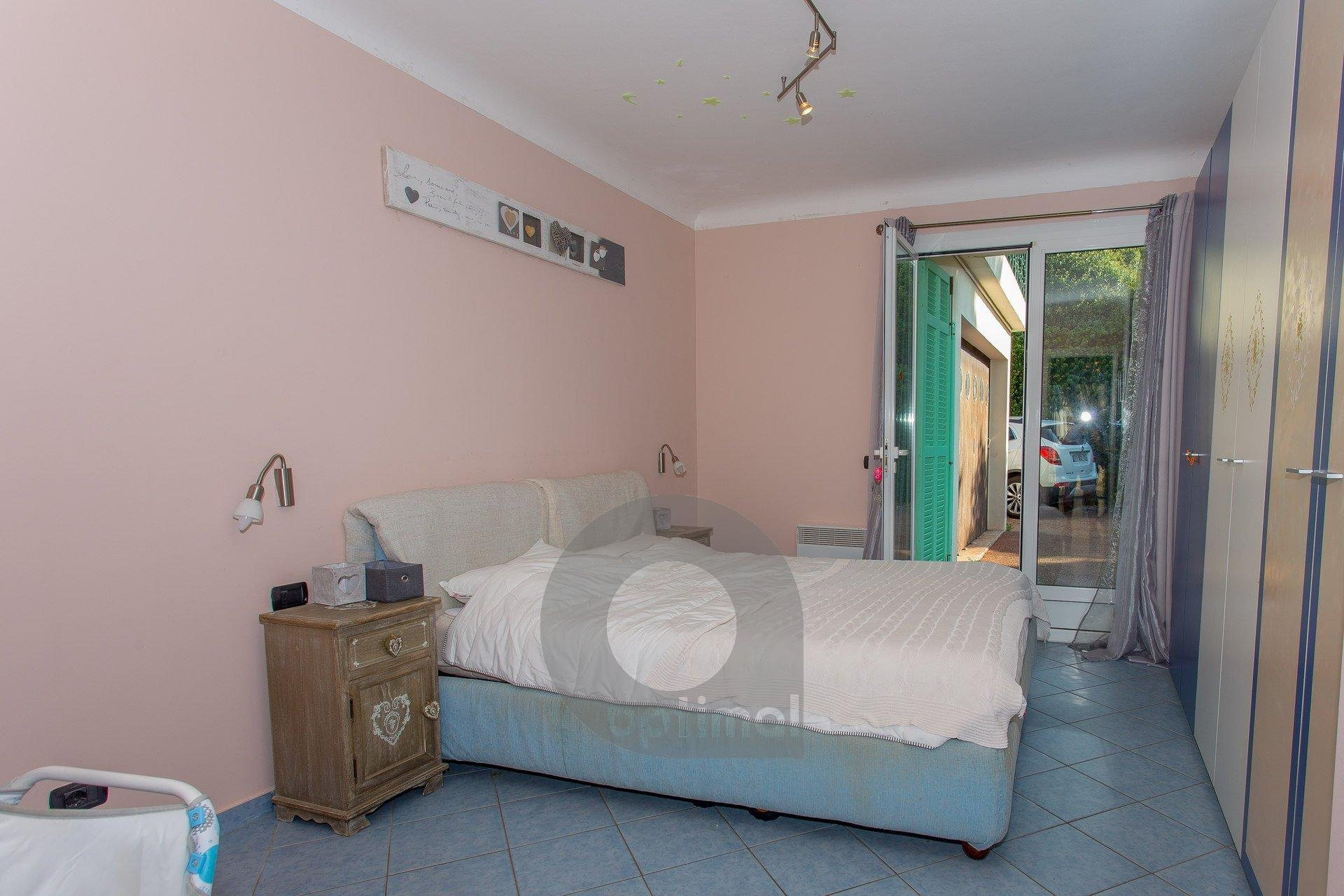 Pleasant little and quiet 3rooms apartment with parking
