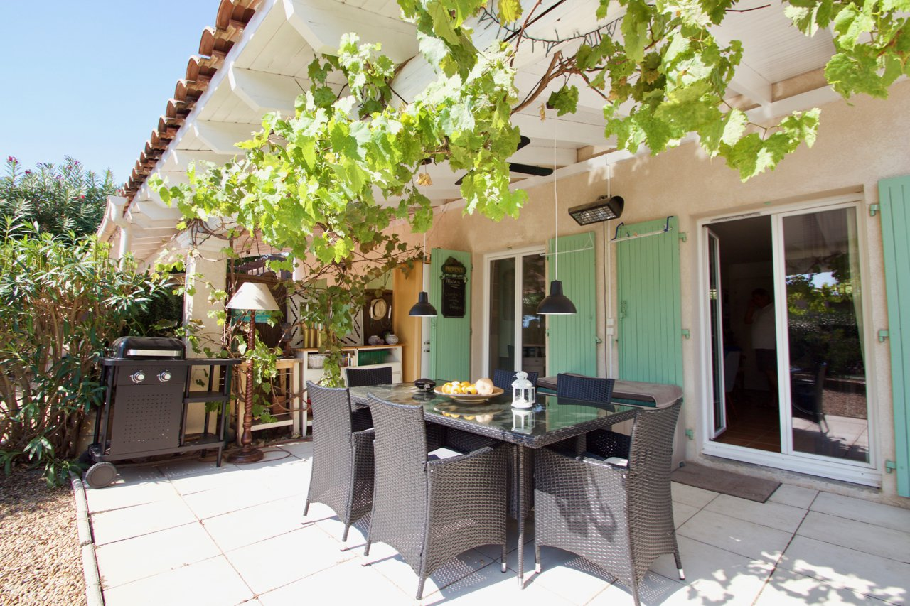 Roquebrune / s-Argens, semi detached house with garage in domaine with swimming pool