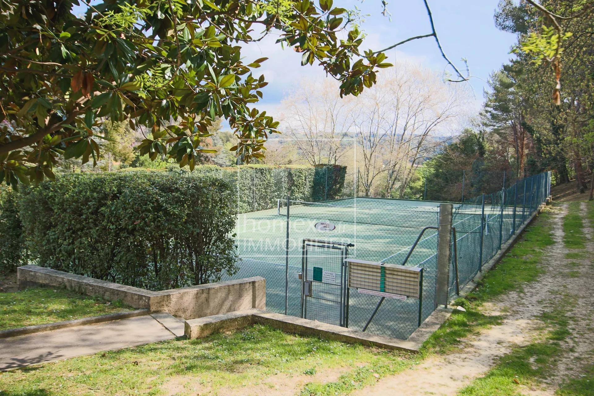 Vente 3P dans un domaine avec piscine-tennis-golf