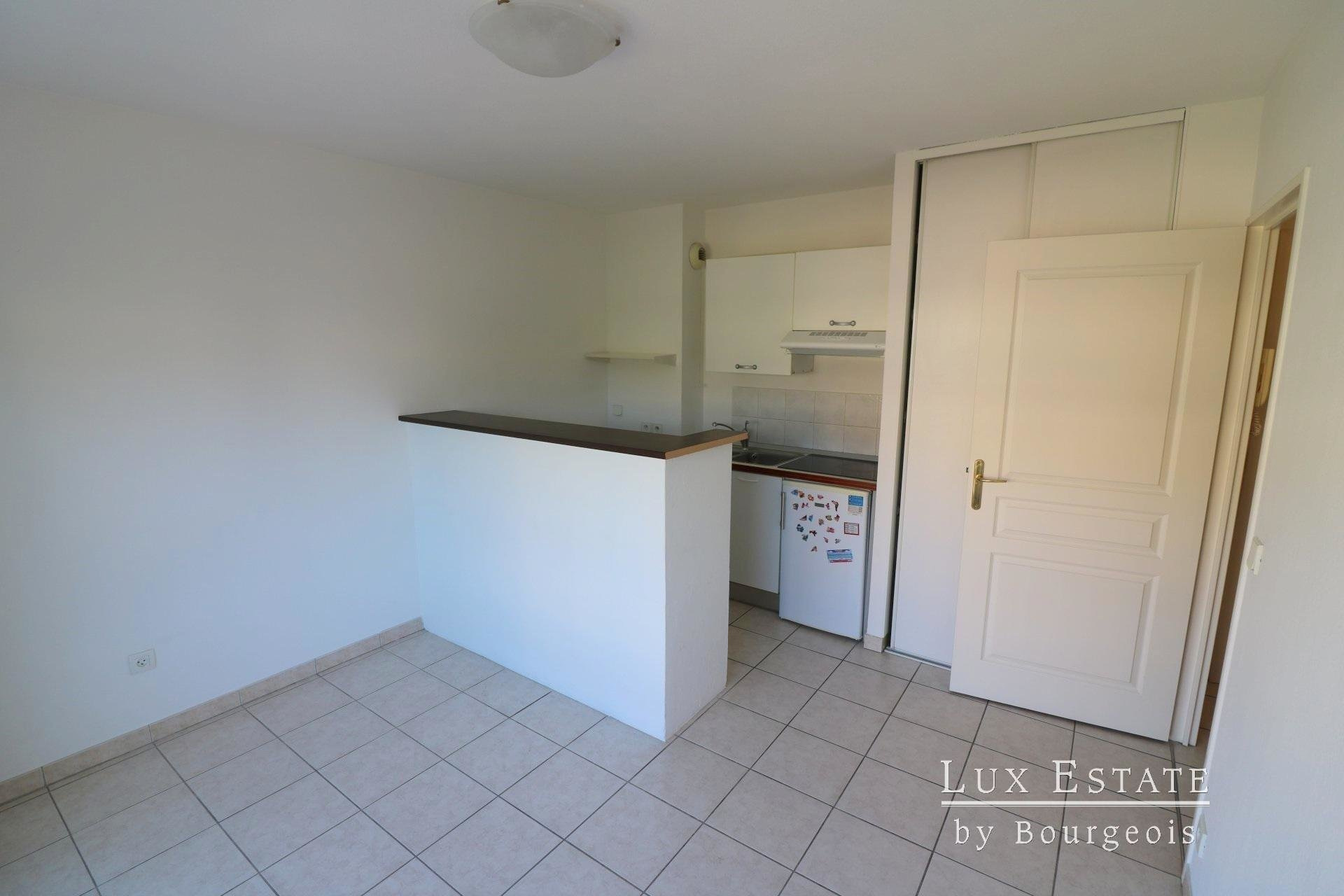 For sale Mougins - 2-room flat in the shopping centre Tournamy area
