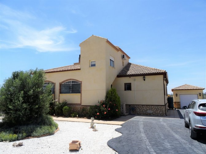 DETACHED VILLA FOR SALE WITH PRIVATE POOL