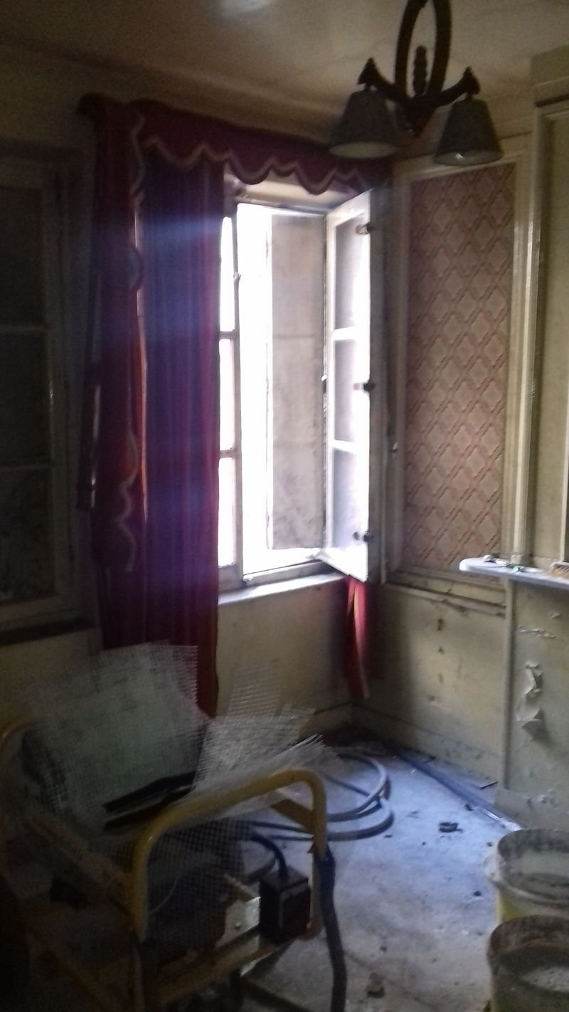 Studio à renover place de la Rougemare