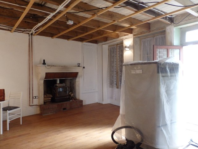 3 Bed House, Partially Renovated with Attached Garden in Popular Village.