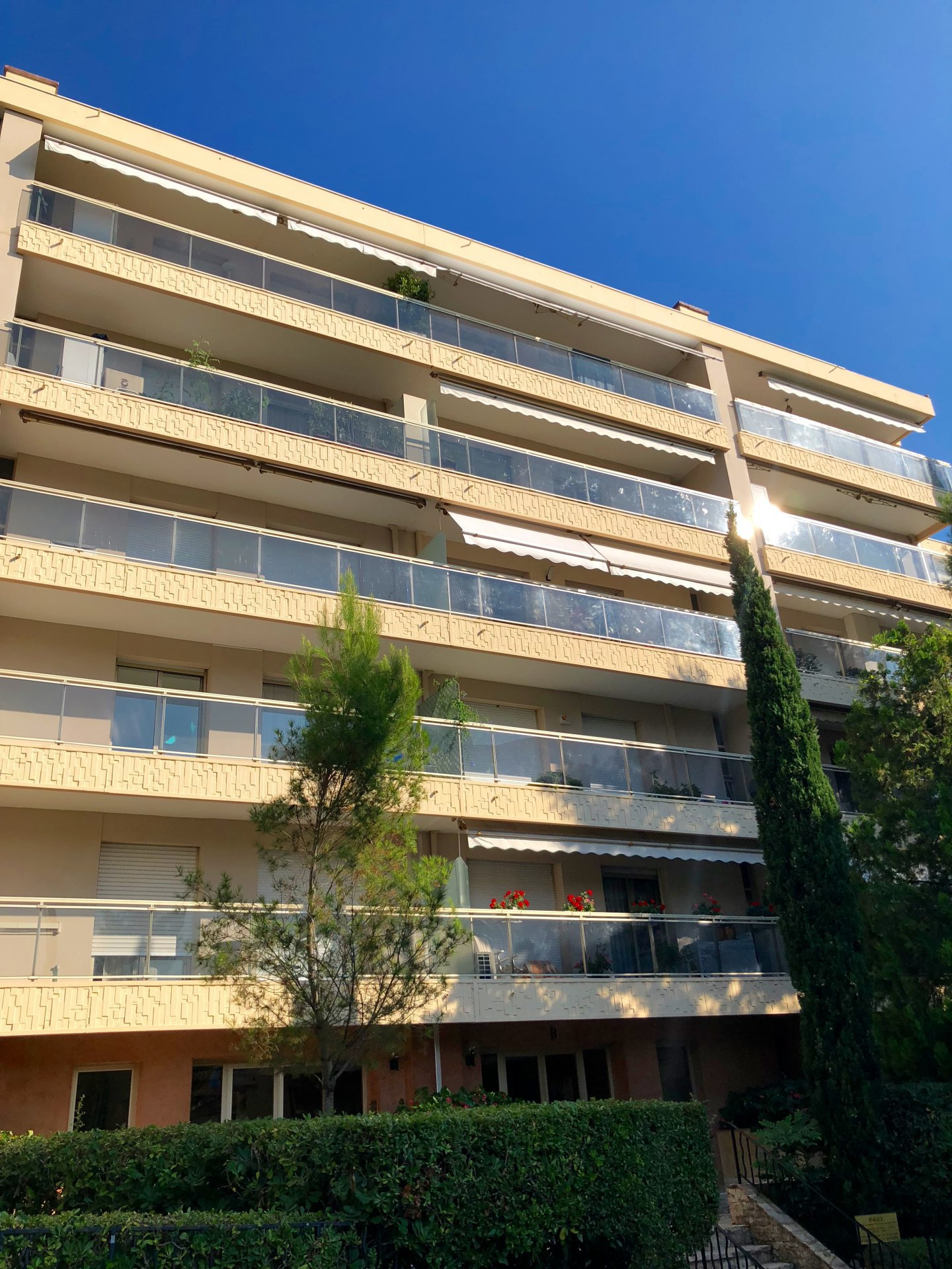 3PIECES – CANNES – MONTROSE -
