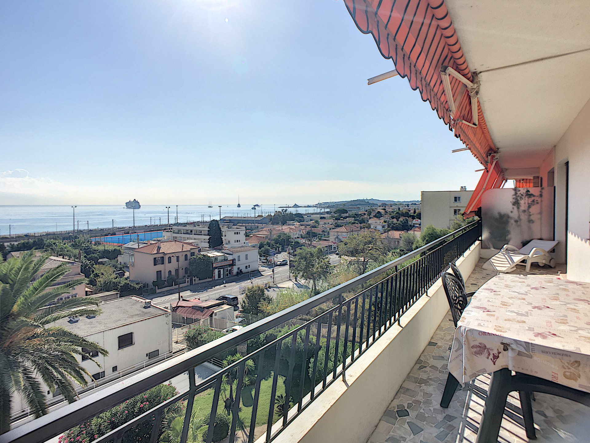 Antibes dernier étage vue mer panoramique