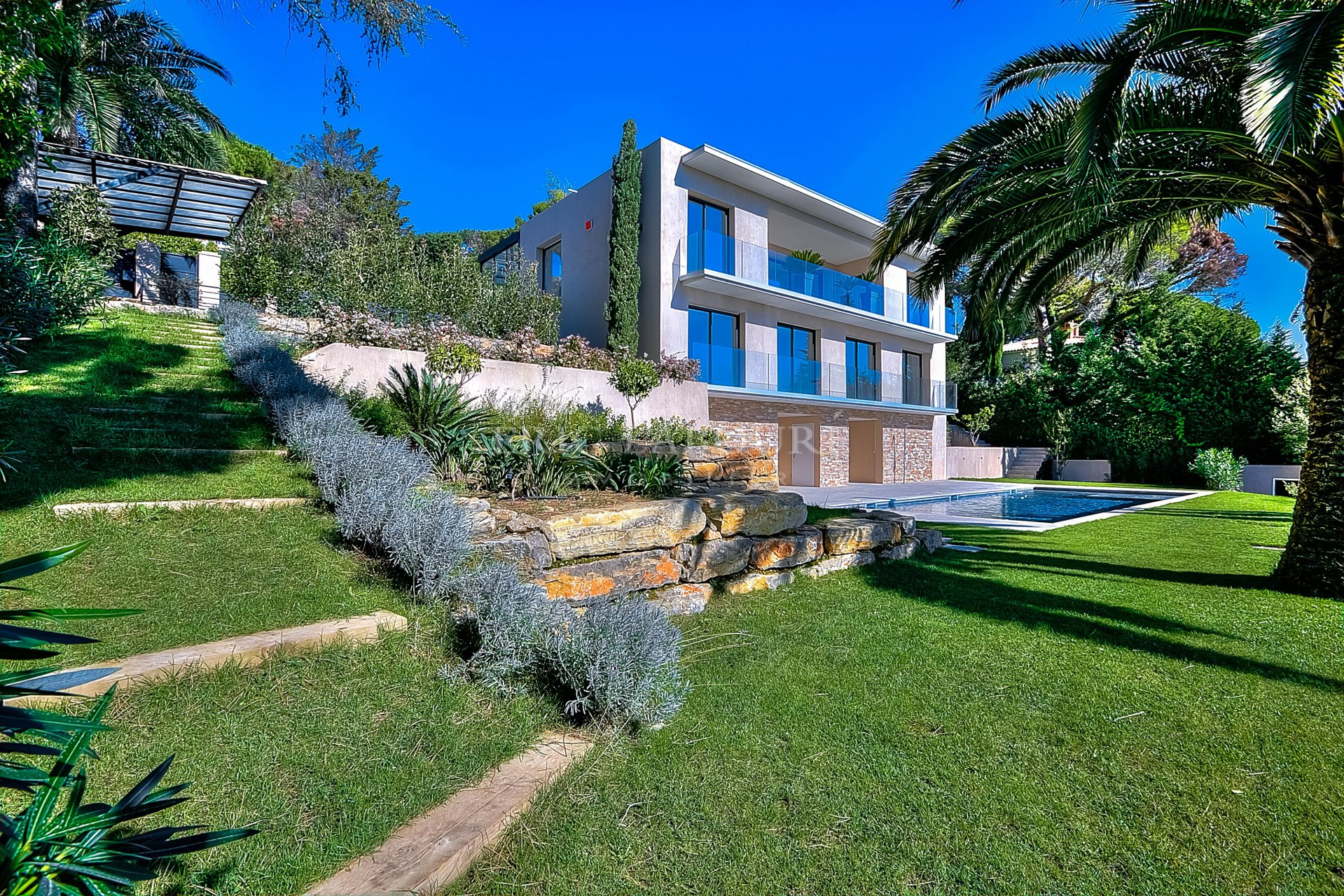 Contemporary villa Mougins - sea view walking distance to the village