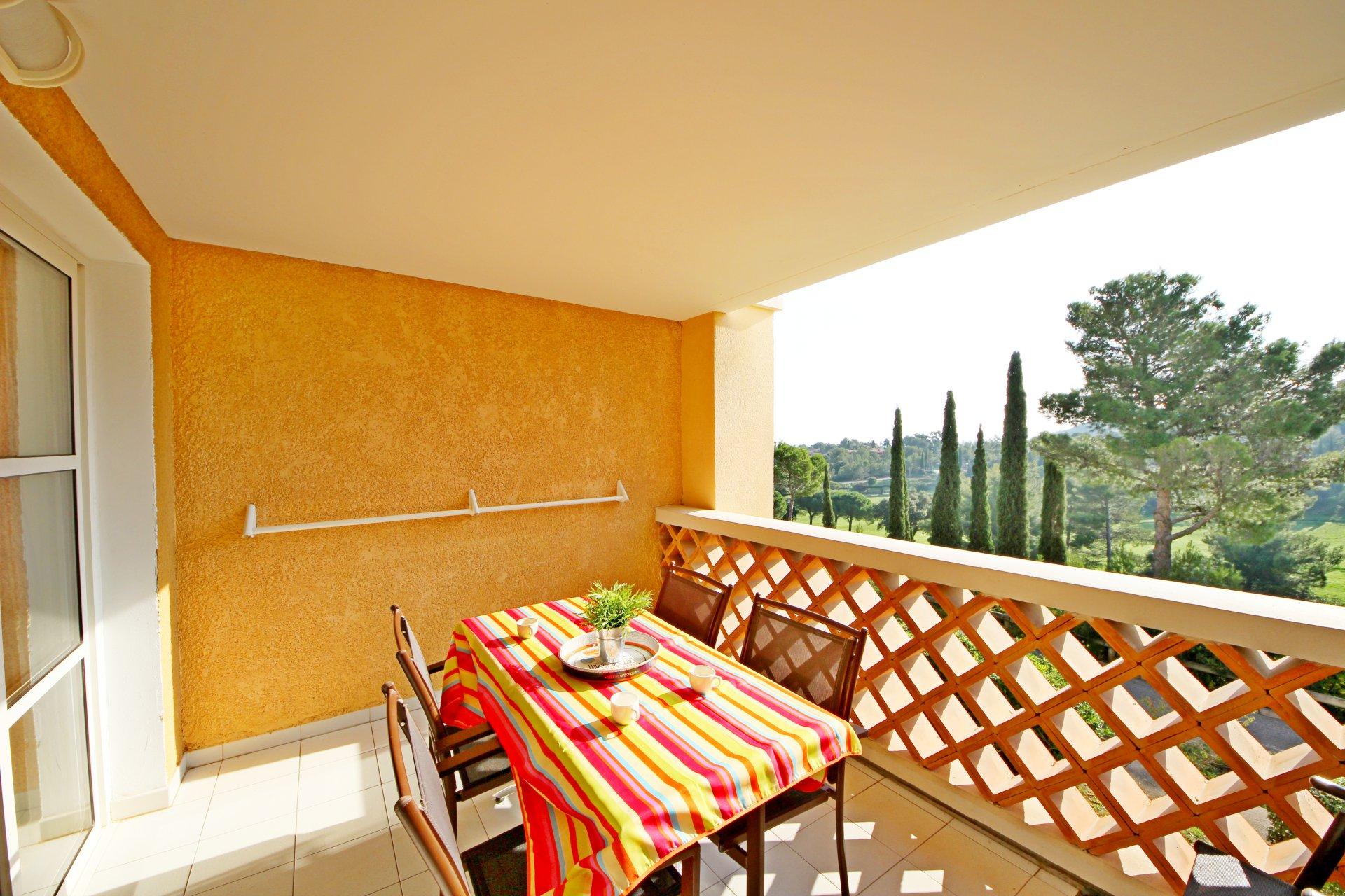 The terrace of the Cap Estérel apartment