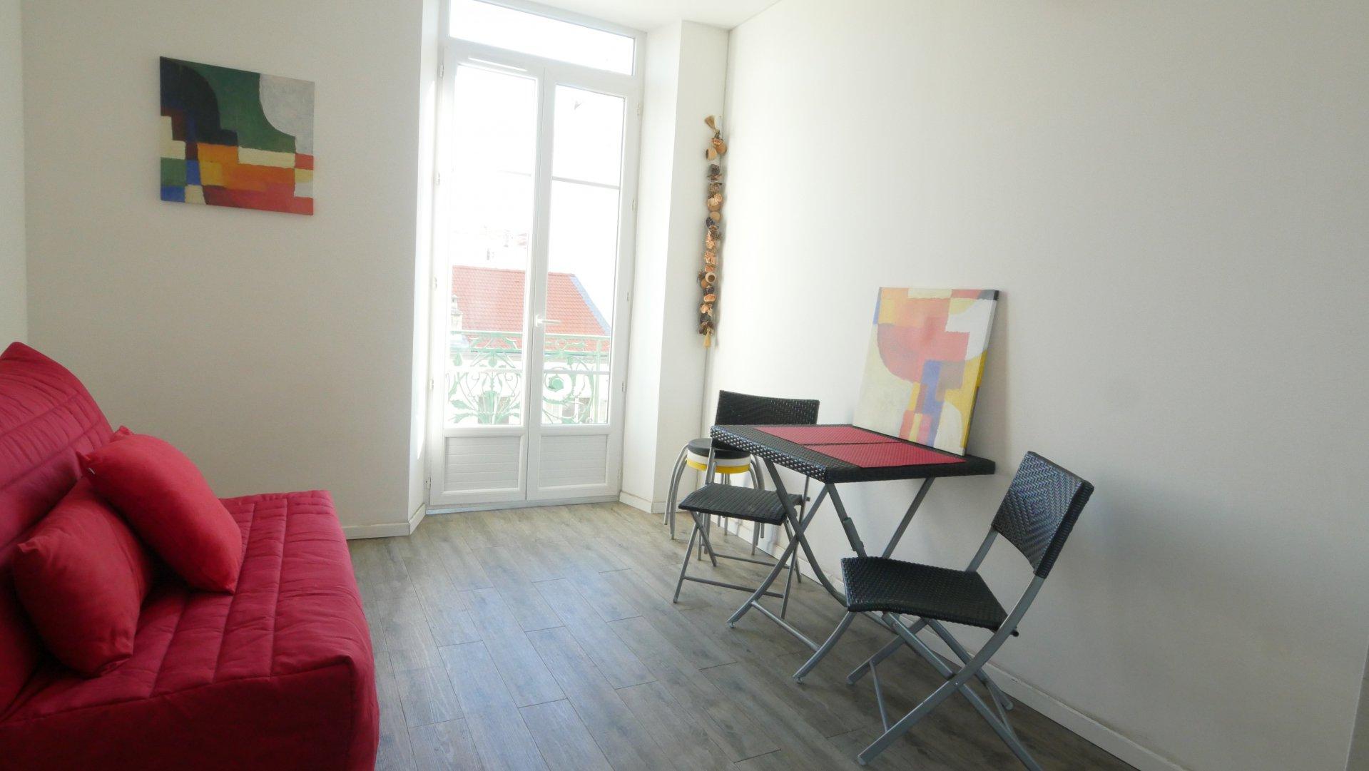 CARRE D'OR, studio meuble avec balcon