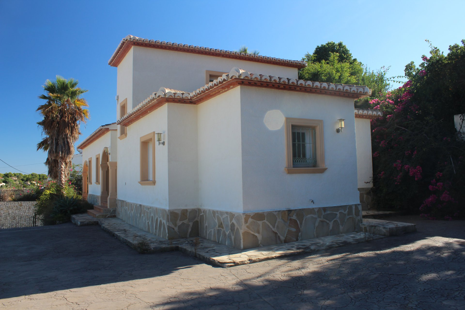 Still to be finished villa close to the sea