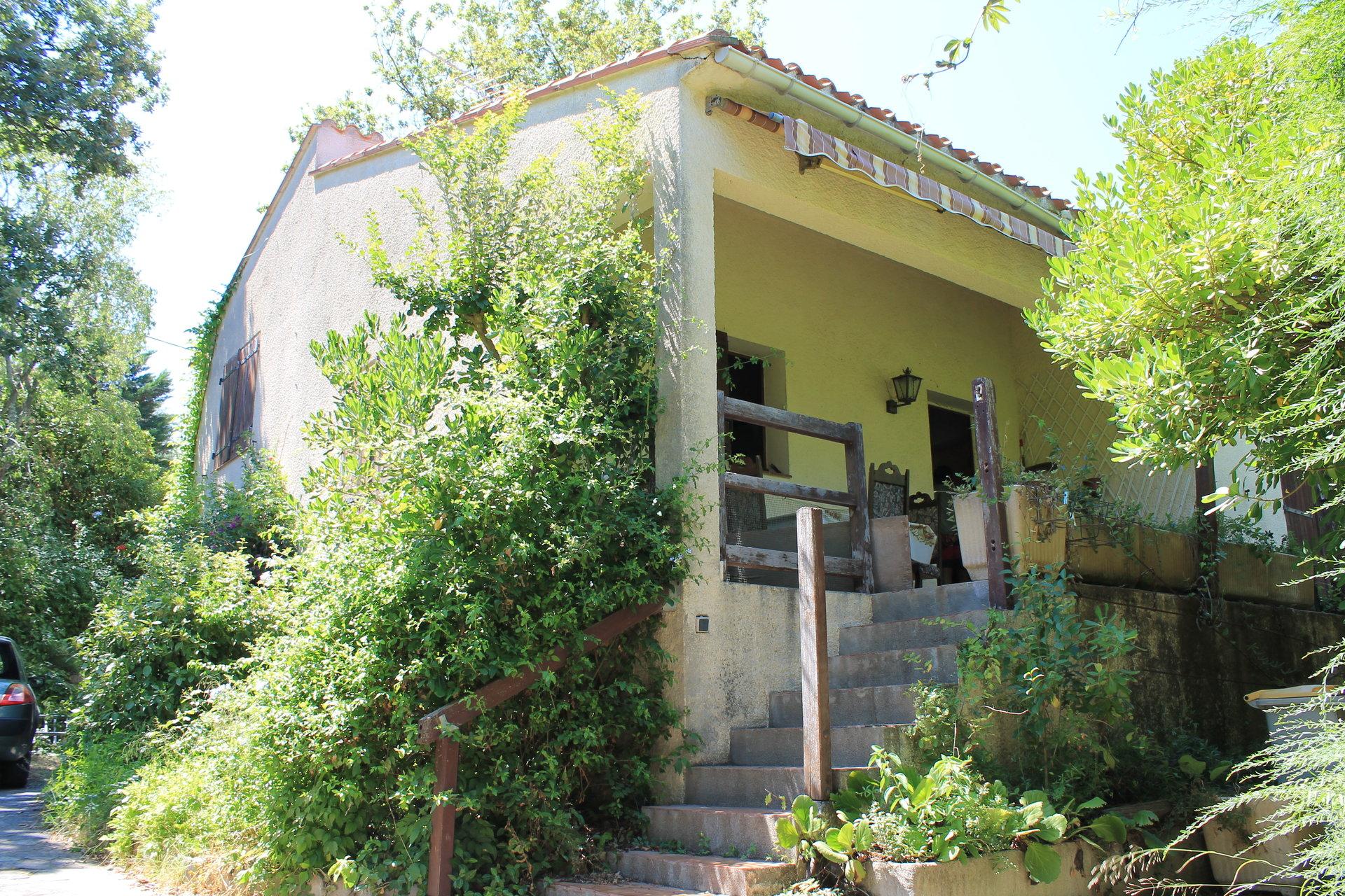 Villa 4 faces sur 675 m2 de terrain