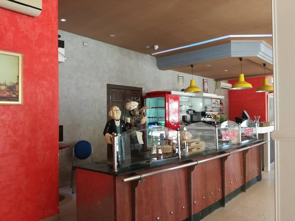 CAFE. RESTO. FONDS ET MUR