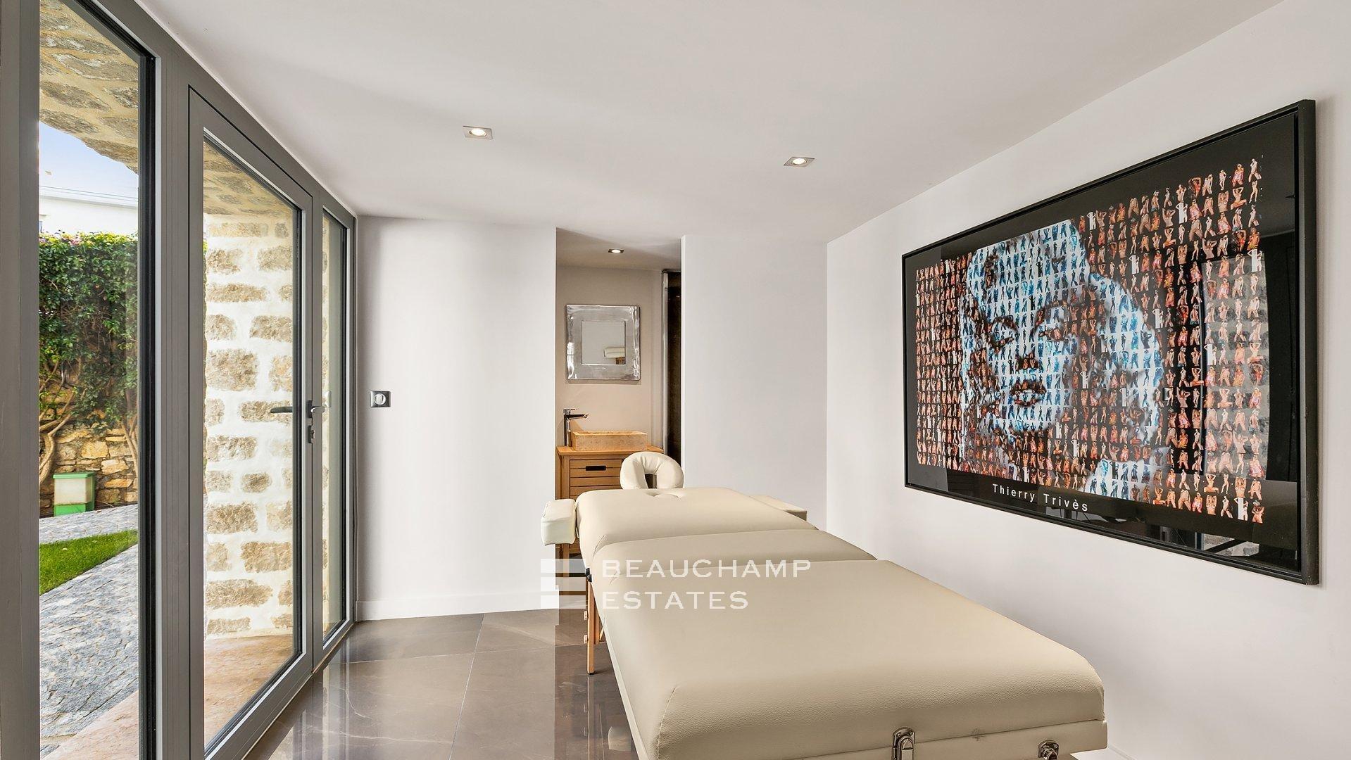 Exclusive 5 Bedroom Villa ideally located on la Croisette