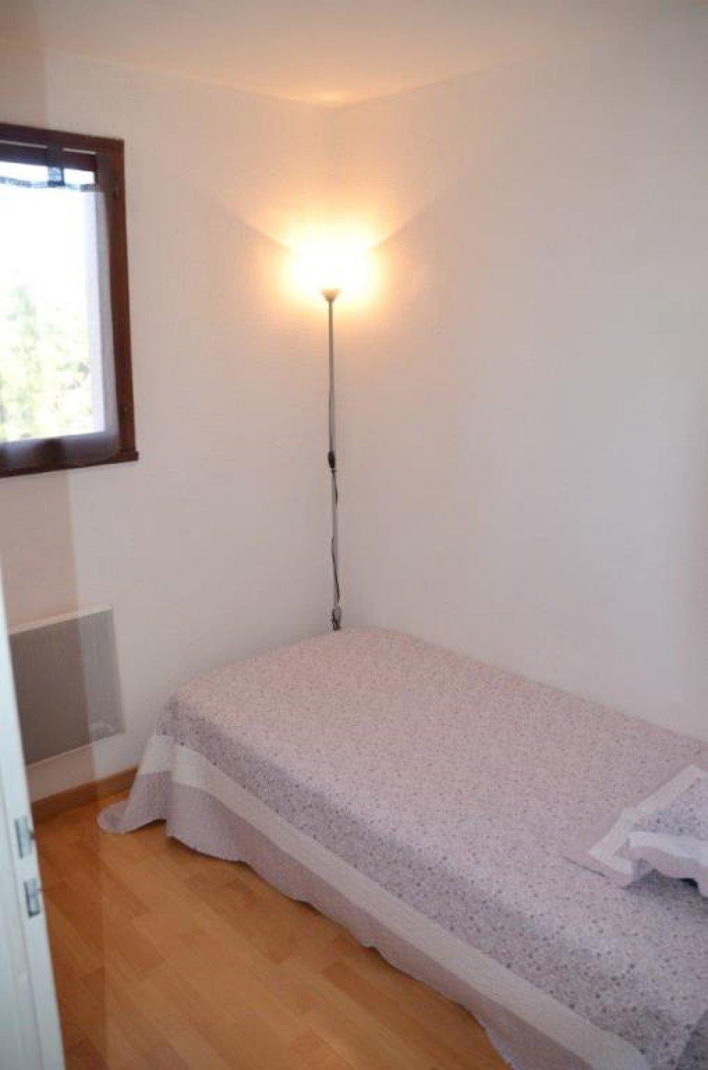 St-Cyprien-Plage, à 250 m de la plage, à vendre ce très bel appartement T3 en Duplex vendu meublé avec ...