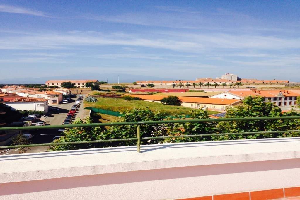 Votre agence immobilière à Perpignan vous propose, proche du centre-ville, au 1er étage d'un immeuble ...