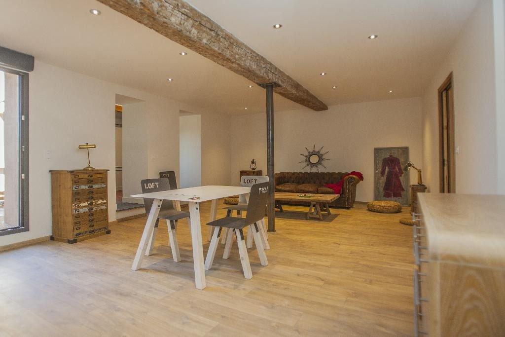 En centre-ville de Perpignan, dans un immeuble entièrement restauré du XIXème siècle, un ravissant appartement
