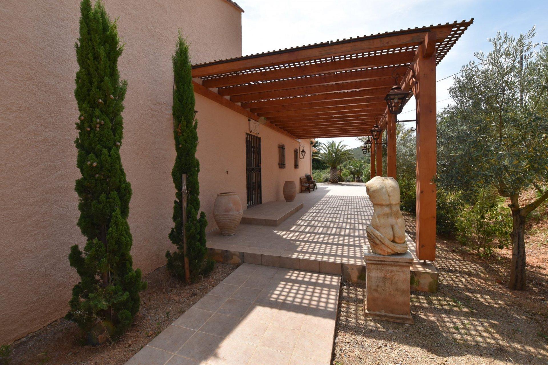 Villa d'exception à vendre au coeur des Aspres