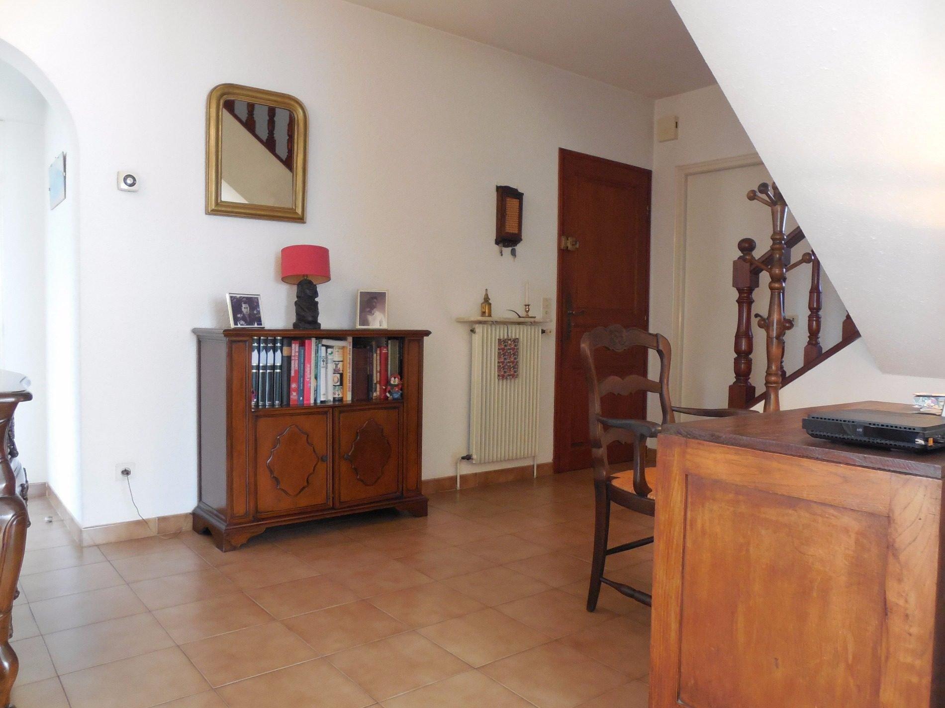 A Vendre Perpignan quartier Clos-Banet, spacieuse maison de 175m² hab. sur 400m² de terrain, garage de 30m². 2