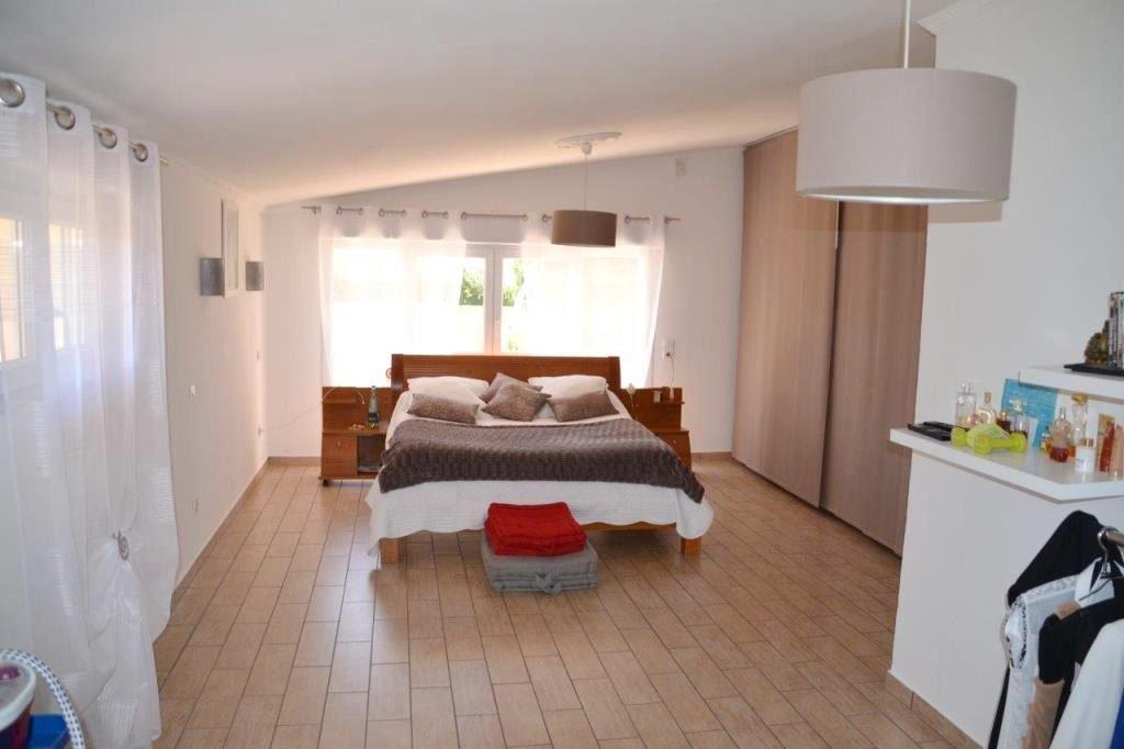 Perpignan Haut-Vernet, Villa 4 Faces de Plain-Pied de 229 m² Habitable plus 120 m² d'annexes sur 2140 ...