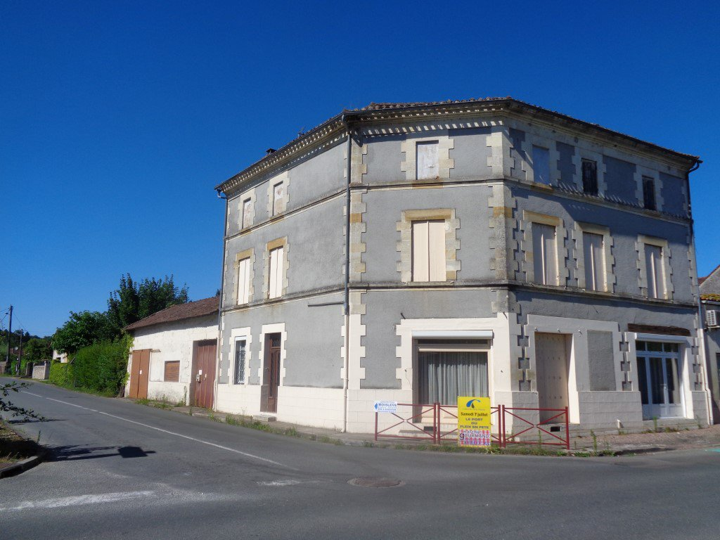 18 KMS OUEST DE BERGERAC ENSEMBLE IMMOBILIER DE 251 M²