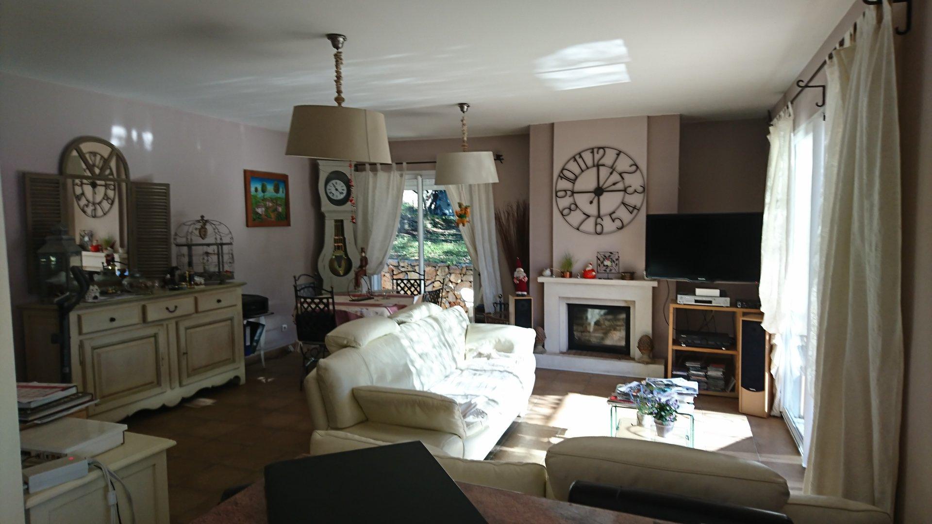 LORGUES agréable maison de plain pied avec 3 chambres