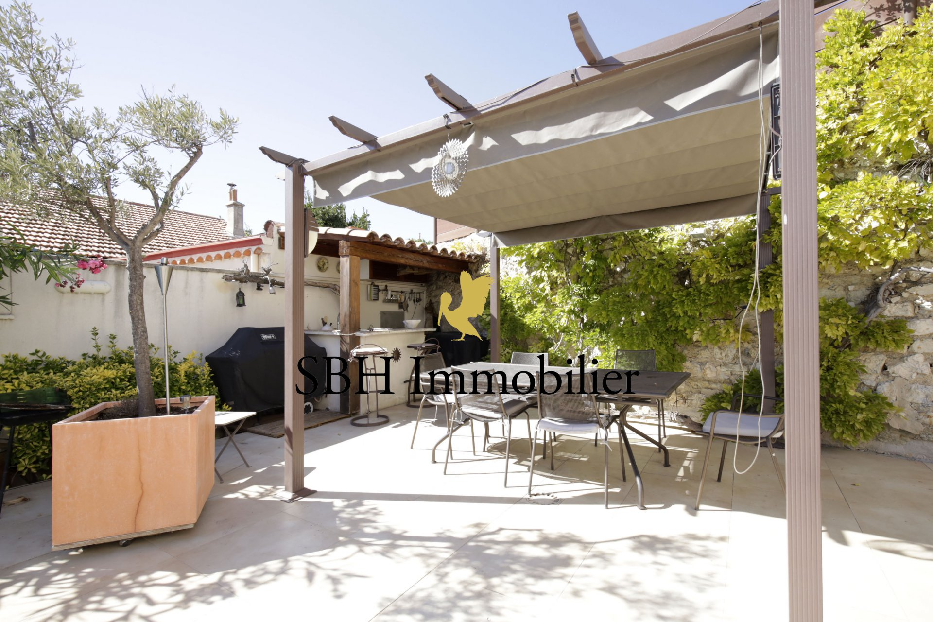 Maison Bompard Roucas avec piscine et garage