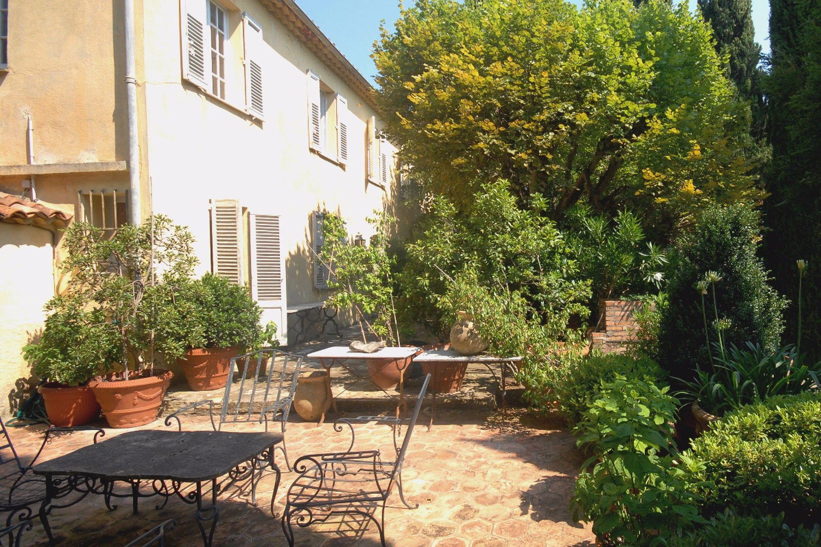 Authentique old farmhouse to renove near Mougins School et CIV