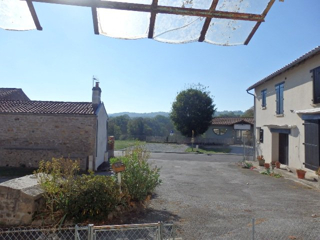 Village Retreat with Outbuildings and Garden only 6 minutes from Amenities