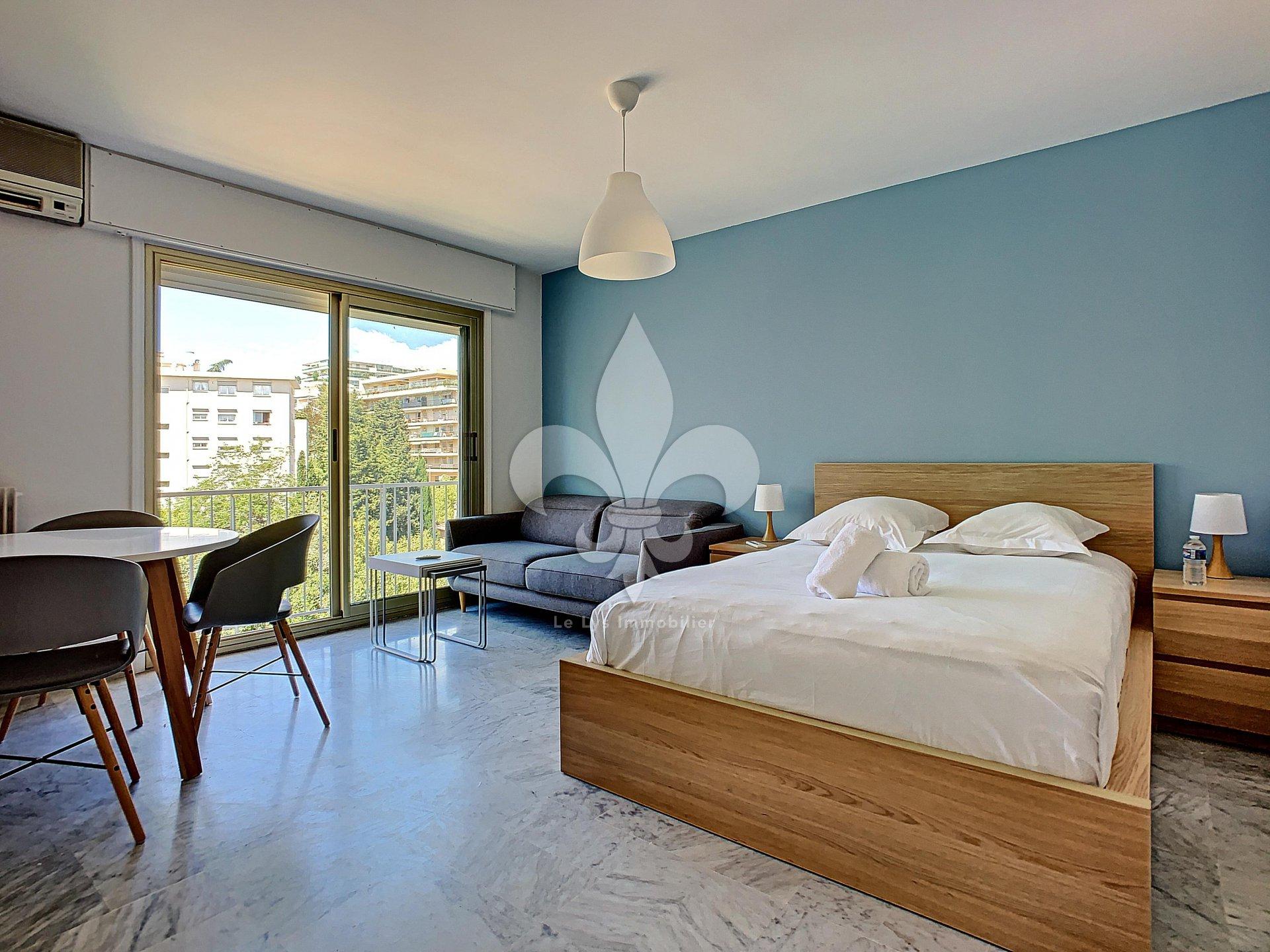 Cannes - Anglais : Blue Cocoon Studio