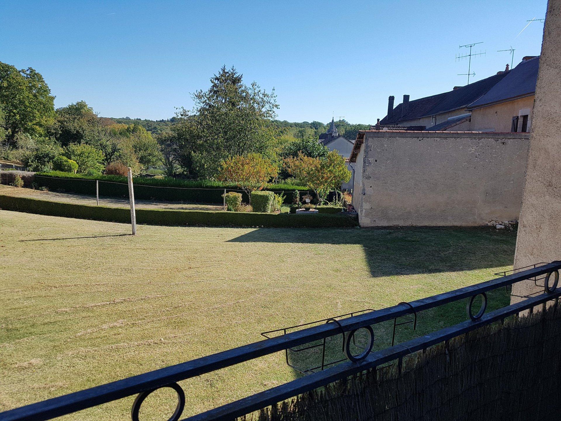 Bij St. Savin 86: dorpshuis met terras en apart gelegen tuin