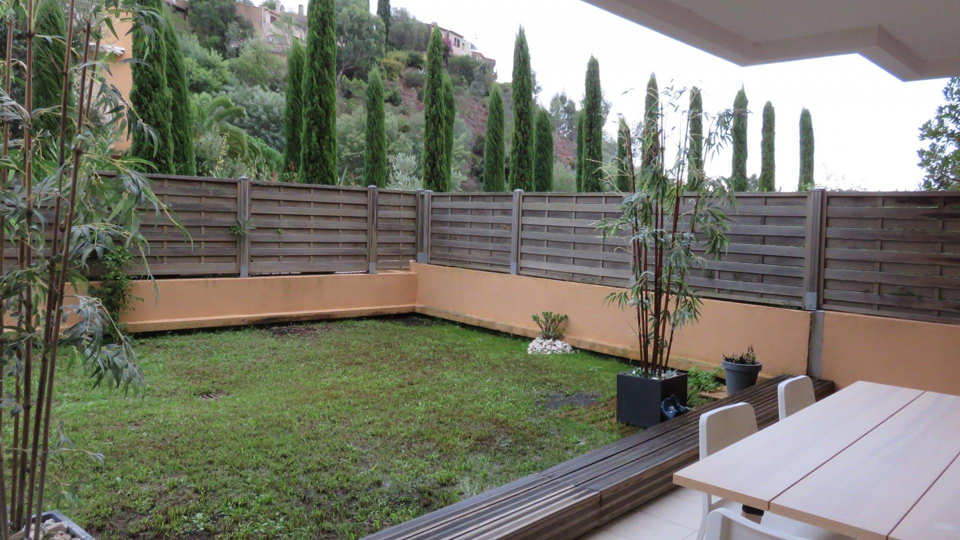 Théoule : 2 pièces avec  terrasse jardin parking