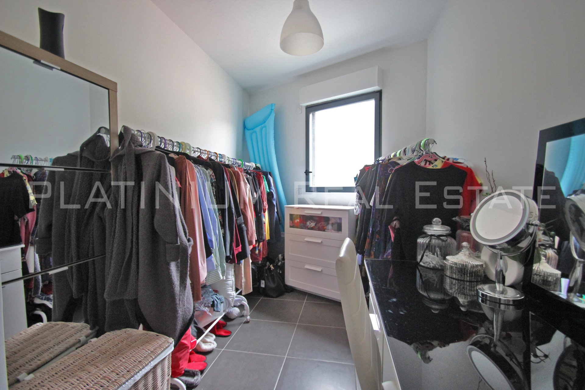 "MENTON ""Center"" 