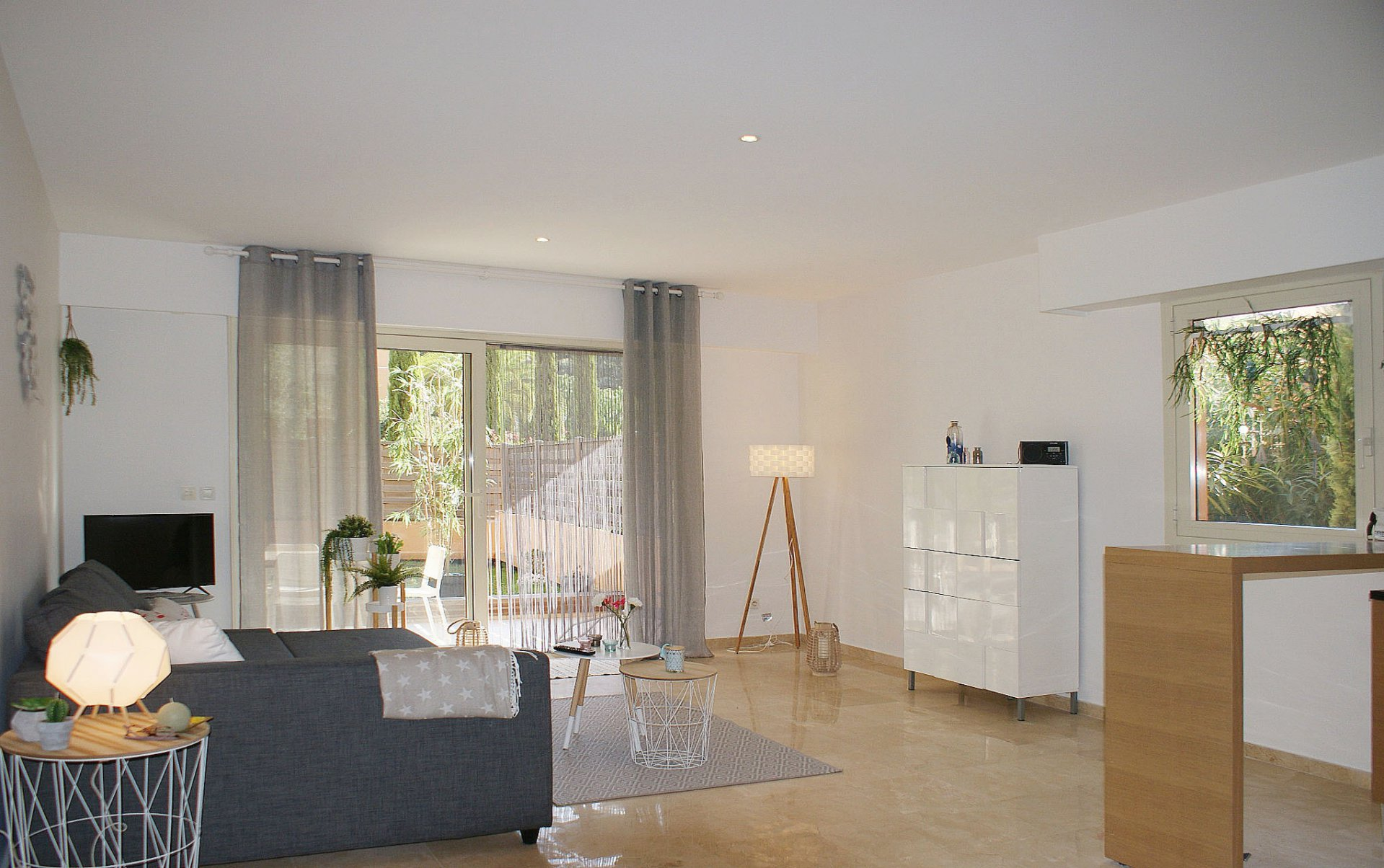Spacious 1 bedroom, 5 min. from the beach