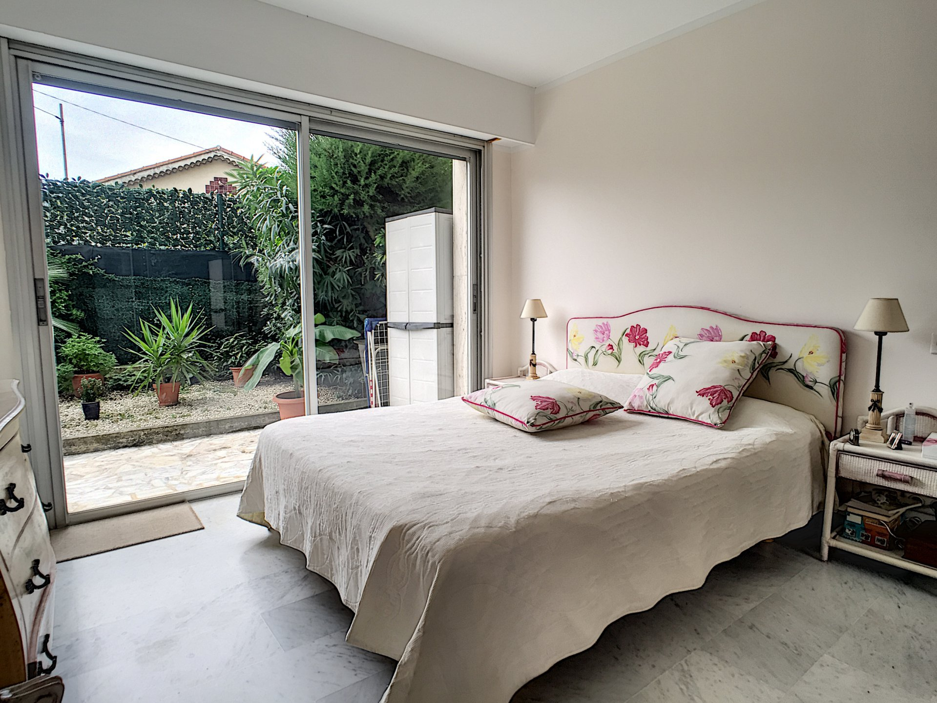 Le Cannet Mairie -  rooms of 54 sqm with garden