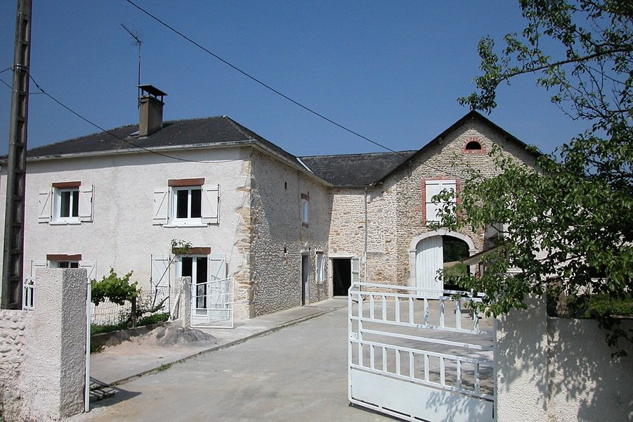 Near OLORON - Stone farmhouse set in 1 hectare of land with outbuildings.