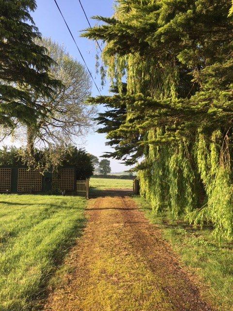 Plain-pied en campagne, à l'abri des regards!!