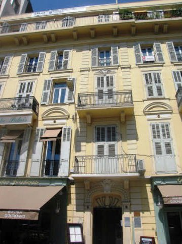 Refurbished 2-bedroom apartment - Cannes