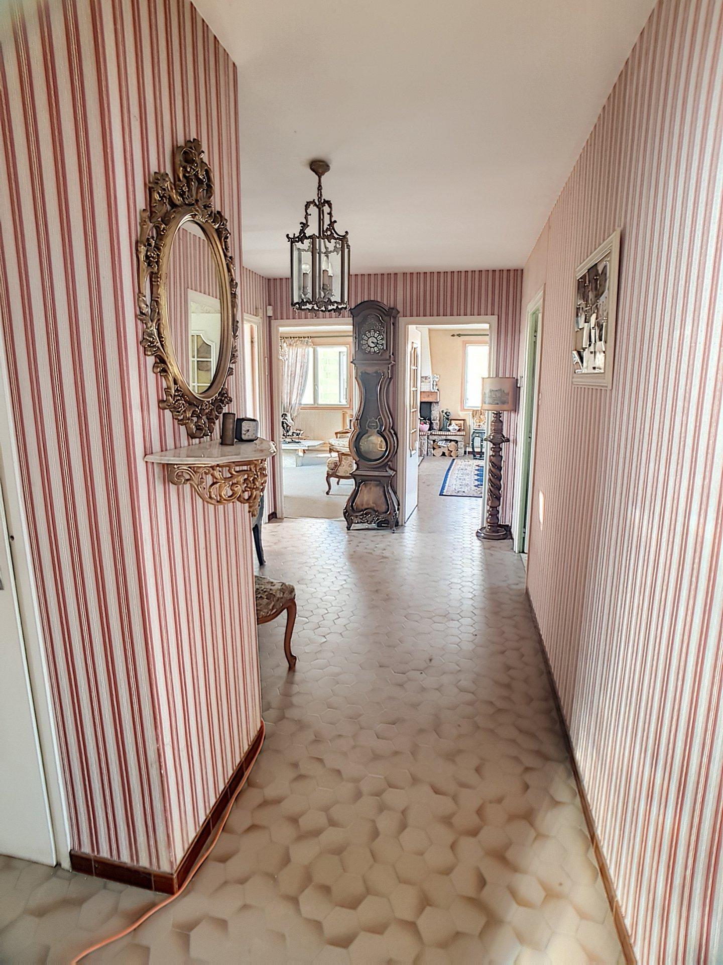 Maison de 180 m2  sur VOURLES  à rafraichir