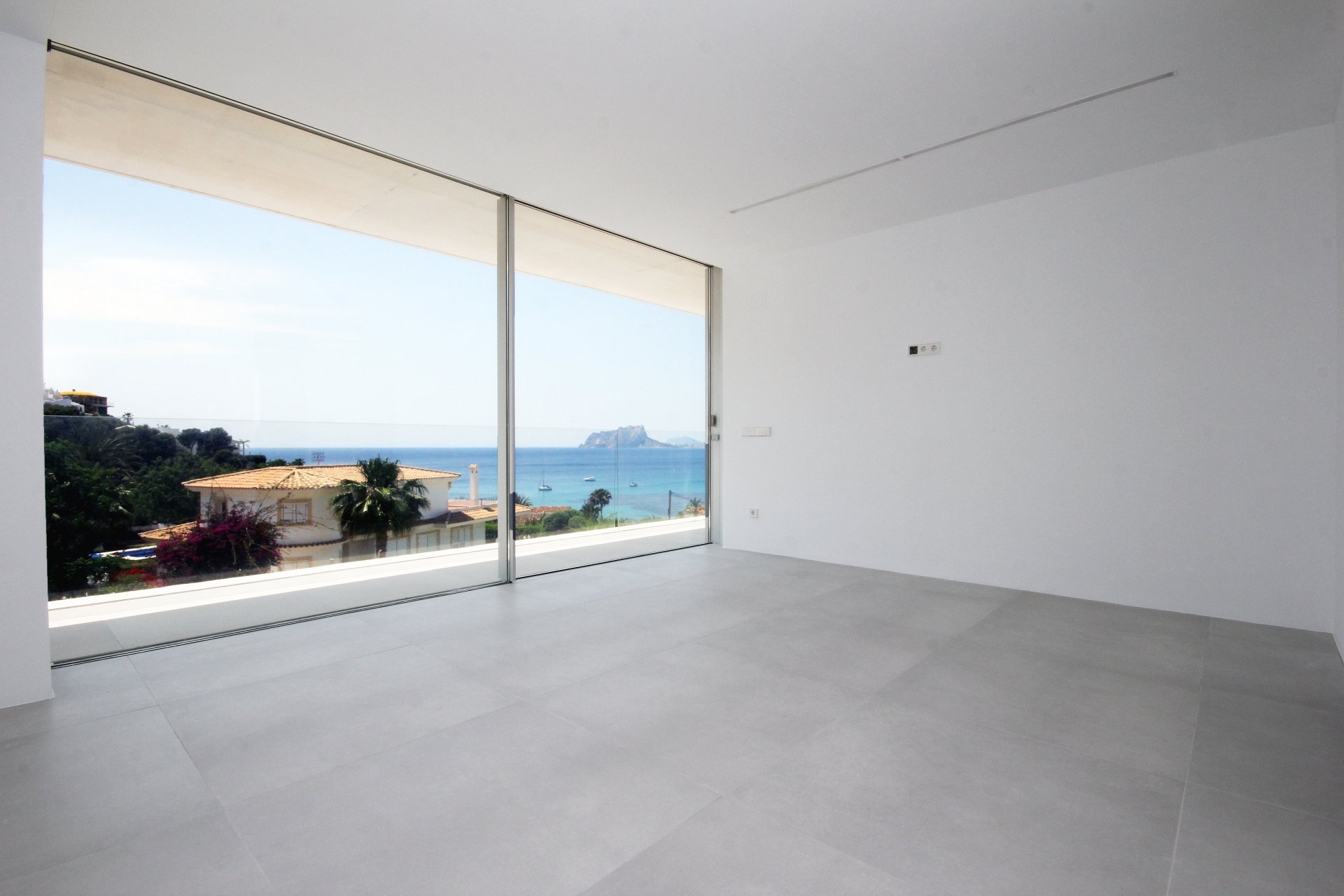 New build villa with outstanding sea views in Moraira
