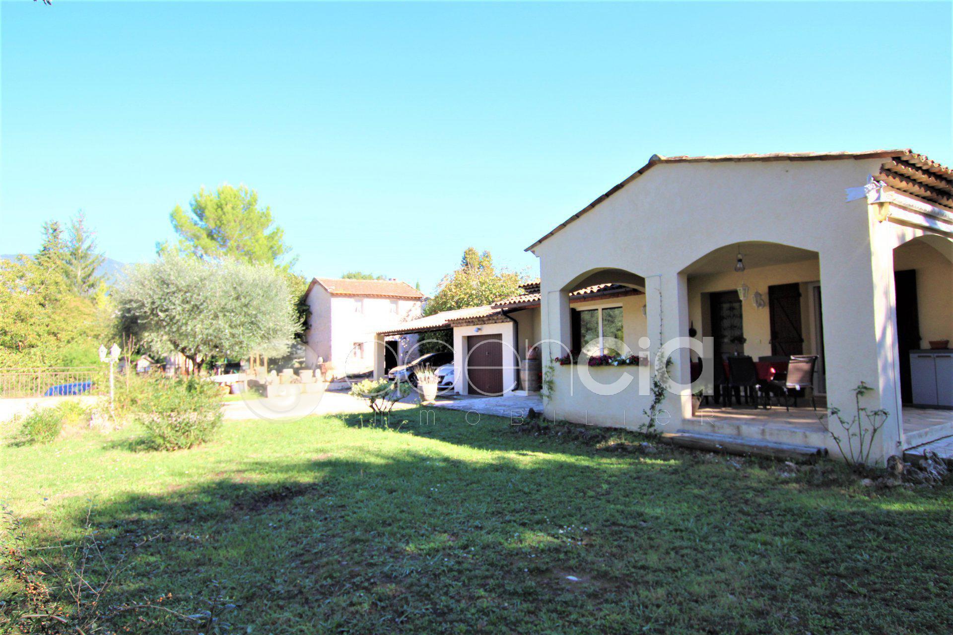 Villa de plain pied avec un Mas en pierre à Grasse .